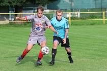 Fotbalisté Malenovic (šedé dresy) doma podlehli Polešovicím 0:1.