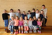 Na fotografii jsou žáci 1. B třídy jihlavské základní školy Havlíčkova. Do této třídy nastoupilo v září 18 prvňáků. Jejich třídní učitelkou je Monika Zatloukalová.