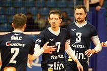 Zlínští volejbalisté se v předehrávce 7. kola extraligy dočkali první letošní výhry, když Ústí nad Labem zdolali 3:1 na sety. Na snímku smečař Jiří Vašíček (číslo 7).