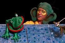 UKÁZKA. Premiéru mělo Divadlo Scéna Zlín už na podzim, kdy zahrálo v Uherském Hradišti Rákosníčka.