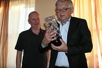 S cenou pro nejlepšího hráče klubu (Sabinu Machalovou) předseda TK SK Zlín Milan Kalus.
