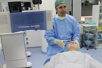Oční chirurg Pavel Stodůlka. Ilustrační foto.