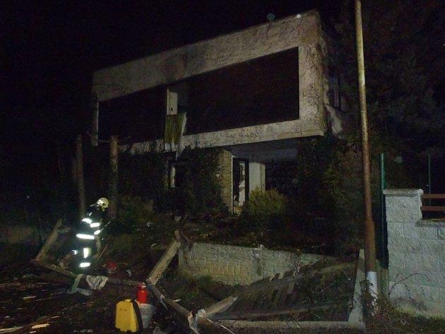 Výbuch otřásl rodinným domem na ulici Ke Křibům ve Zlíně.