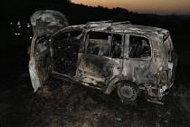 Zlínští hasiči vyjížděli v pátek večer ke dvěma požárům vozidel