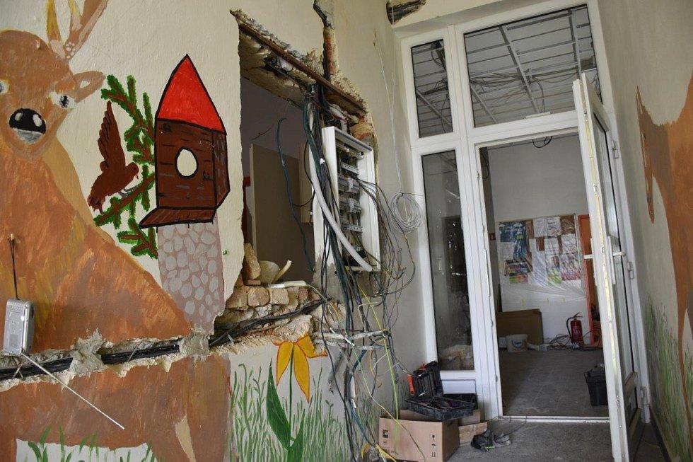 Rekonstrukce chodeb na nové škole.