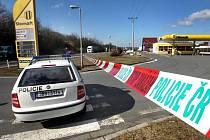 Velké pozdvižení v pondělí 14. března nastalo u čerpací stanice v Zádveřicích-Rakové na Zlínsku. Někdo tam totiž našel podezřelý balíček.