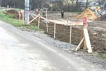 Budování cesty mezi Přílukem a Lužkovicemi