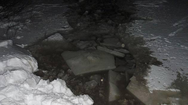 Do zamrzlého rybníka na Zlínsku se propadli 3 koně, jeden nepřežil