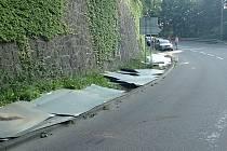 Z návěsu nákladního automobilu se v pátek 23. července 2021 v podvečer vysypaly plechy. Nehoda se stala v Luhačovicích před křižovatkou ulic Masarykova a Leoše Janáčka.