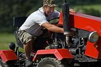 Stavitelé malotraktorů se v sobotu 27. srpna sjeli do Vlachovíc, kde se pochlubili svými stroji, ale v různých soutěžích si navíc změřili jejich výkon a jízdní vlastnosti.