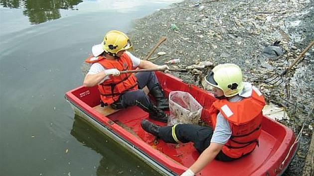 Řeku Moravu znečistilo 350 kilo odřezků masa