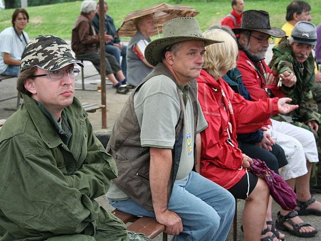 Přestože v sobotu dosud slunečné počasí zkazil déšť, návštěvníky neodradil