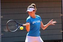 Nadějná tenistka Linda Nosková pod vedením Tomáše Krupy v Přerově.