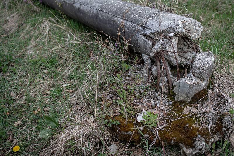 Zbytky betonových základů skladu číslo 16 v areálu ve Vrběticích, 3. května 2021. Ve Vrběticích v roce 2014 explodoval muniční sklad. Po sedmi letech vyšlo najevo podezření na zapojení ruské tajné služby (GRU a SVR) do výbuchu.