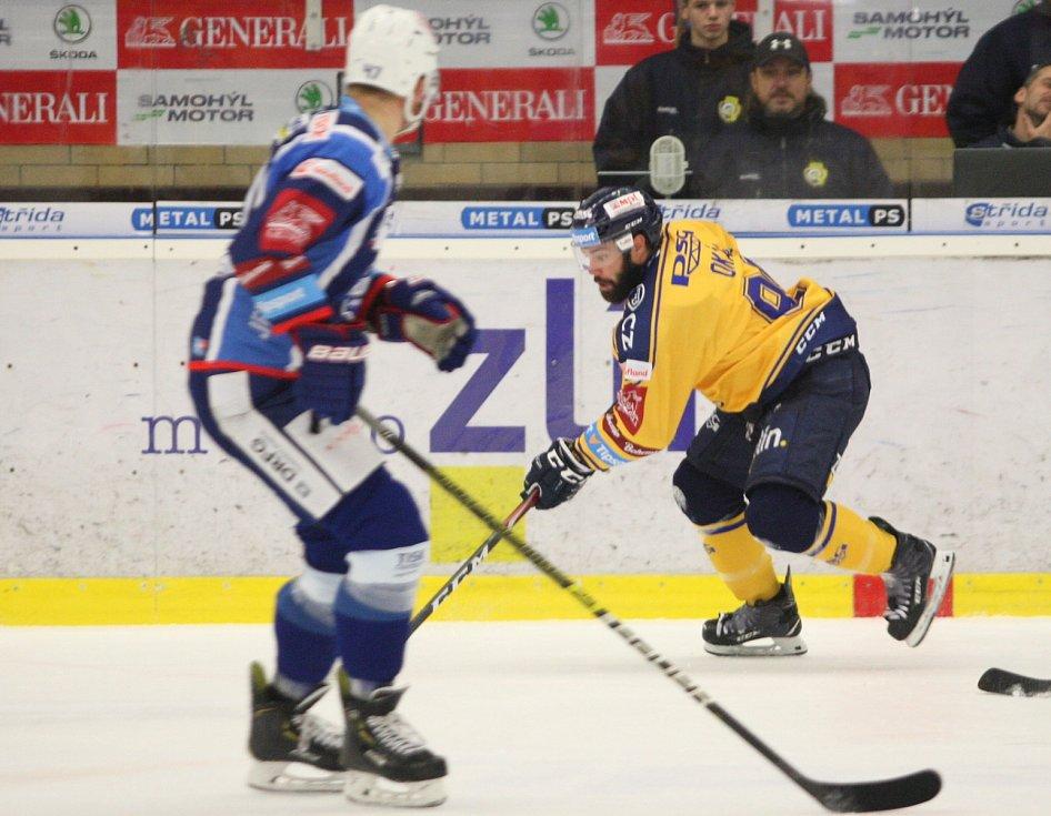 Extraligoví hokejisté PSG Berani Zlín (ve žlutém) po reprezentační přestávce v rámci 21. kola doma hostili Kometu Brno. Na snímku Okál
