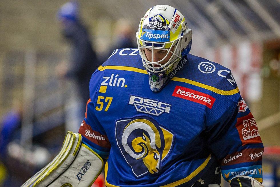 Extraligoví hokejisté Zlína (v modrém) v dohrávce 7. kola extraligy v úterý vyzvali  Kometu Brno. Na snímku Daniel Huf.