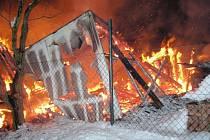 Rozsáhlý požár hospodářského zařízení v Luhačovicích.