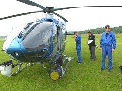 Vrtulník monitoroval nad silnicí mezi Tlumačovem a Napajedly řidiče, kteří se dopouštěli přestupků.