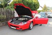 V pátek 11. srpna 2017 se na hlavní cestě v Želechovicích nad Dřevnicí stala bouračka tří aut. Mezi nimi bylo i luxusní červené Ferrari, v něm byli dva mladíci.