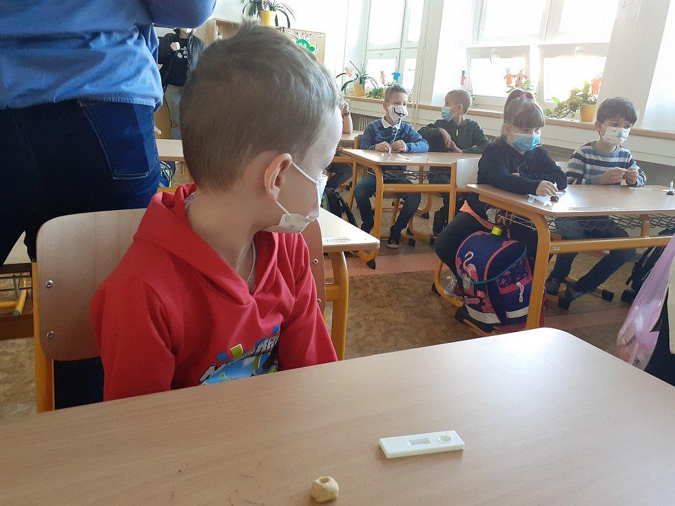V 16. ZŠ Zlín Okružní, proběhl nástup dětí I. stupně do školy hladce. Děti testování zvládly na jedničku.