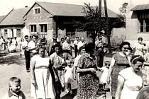 50. LÉTA.Účastníci tehdejších hodů v obci.