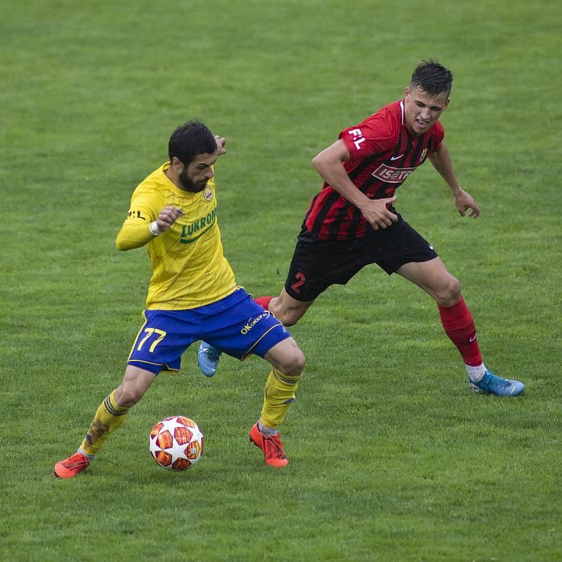 Zlín - Zápas skupiny o záchranu FORTUNA:LIGY mezi FC Fastav Zlín a SFC Opava. Vakhtang Tchanturishvili (FC Fastav Zlín), Štěpán Harazim (SFC Opava).