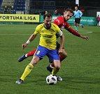 Prvoligoví fotbalisté Fastavu Zlín (ve žlutém) v sobotním 16. kole v odvetě doma hostili nováčka z Opavy. Na snímku Jiráček