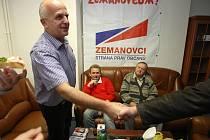 Volební štáb SPOZ. Na snímku Lubomír Nečas.