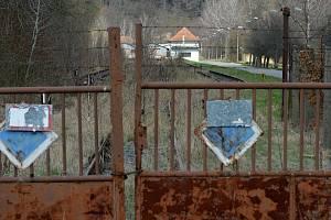 Vrbětice 18. dubna 2021. Šest a půl roku po výbuchu muničních skladů se místní obyvatelé dozvěděli, že za činem může být ruská tajná služba.