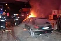 Požár osobního vozidla na čerpací stanici ve Zlíně 5. ledna 2021