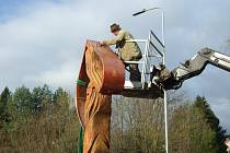 Vstupní pylon do obce Žlutava.