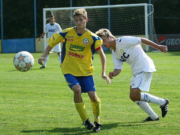 Mladší dorostenci Tescomy Zlín (ve žlutém) podlehli naposledy Teplicím 1:2 a počtvrté v řadě v první lize nebodovali