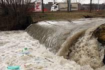 Hladina vody se ve čtvrtek 5. března zvedala i v potoku Januštice ve Zlíně.