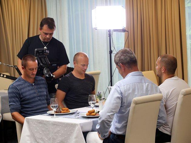 Hokejisti Berani Zlín natáčí propagační klip v hotelu Alaxandria v Luhačovicích.