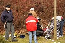 Před poliklinikou v Otrokovicích našel kolemjdoucí mrtvé tělo místního bezdomovce