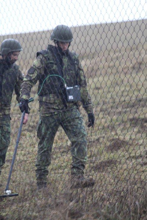 Leden 2016. 300 vojáků a policistů střeží a čistí Vrbětickou bezpečnostní zónu