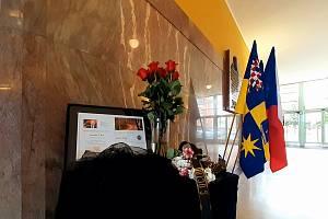 Pietní místo pro tragicky zesnulé dobrovolné hasiče z Koryčan v budově Zlínského kraje