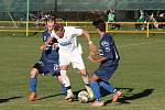 Fotbalisté Malenovic (v modrých dresech) prohráli v 9. kole I. B třídy skupiny B s vedoucím Fryštákem 0:7.