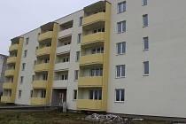 Město zvažuje odkup prázdného bytového domu v ulici J. Jabůrkové.