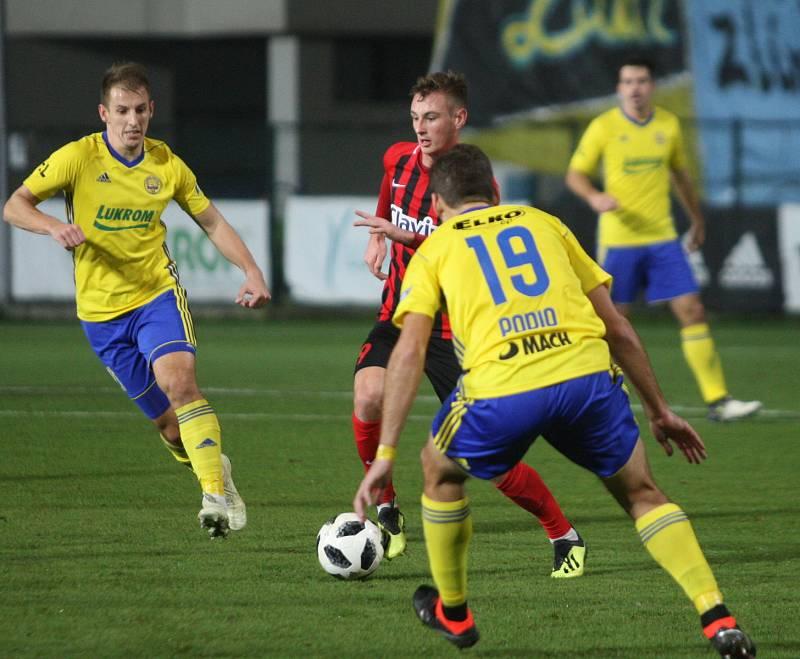 Prvoligoví fotbalisté Fastavu Zlín (ve žlutém) v sobotním 16. kole v odvetě doma hostili nováčka z Opavy. Na snímku Hnaníček