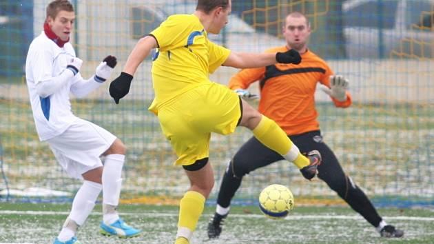 Fotbalisté SK Baťov (ve žlutém). Ilustrační foto