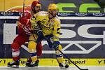 Petr Čajánek (ve žlutém)