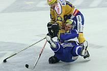 Petr Leška (ve žlutém)