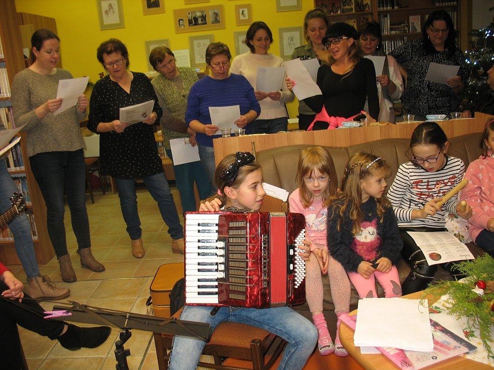 Ve středu 11. prosince 2019 se také v Sazovicích zapojili do akce Česko zpívá koledy s Deníkem.