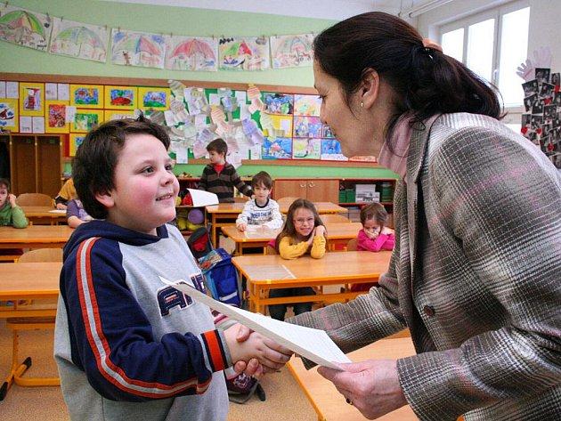 Prvňáčci na Základní škole Mysločovice dostávali svoje první pololetní vysvědčení.