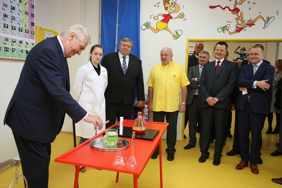 Návštěva prezidenta Miloše Zemana ve  Zlínském  kraji. SPŠ Otrokovice Experimntárium