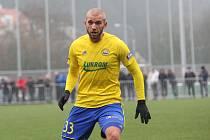 Fotbalisté prvoligového Zlína (žluté dresy) ve druhém přípravném zápase porazili slovenskou Sereď 2:1. Na snímku Marek Hlinka.