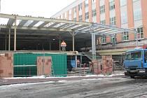 Začalo se s výstavbou obchodního domu s číslem 13B který se napojí na již obnovenou část 13 A. Předcházela mu demolice.