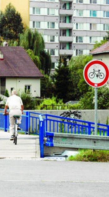 Cyjklisté nerespektují dopravní značení.