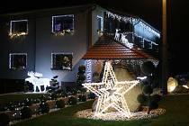 Vánočně vyzdobený dům v Dobrkovicích na Zlínsku